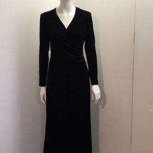 JUST IN - Rushed V-neck Black Velvet Maxi Dress